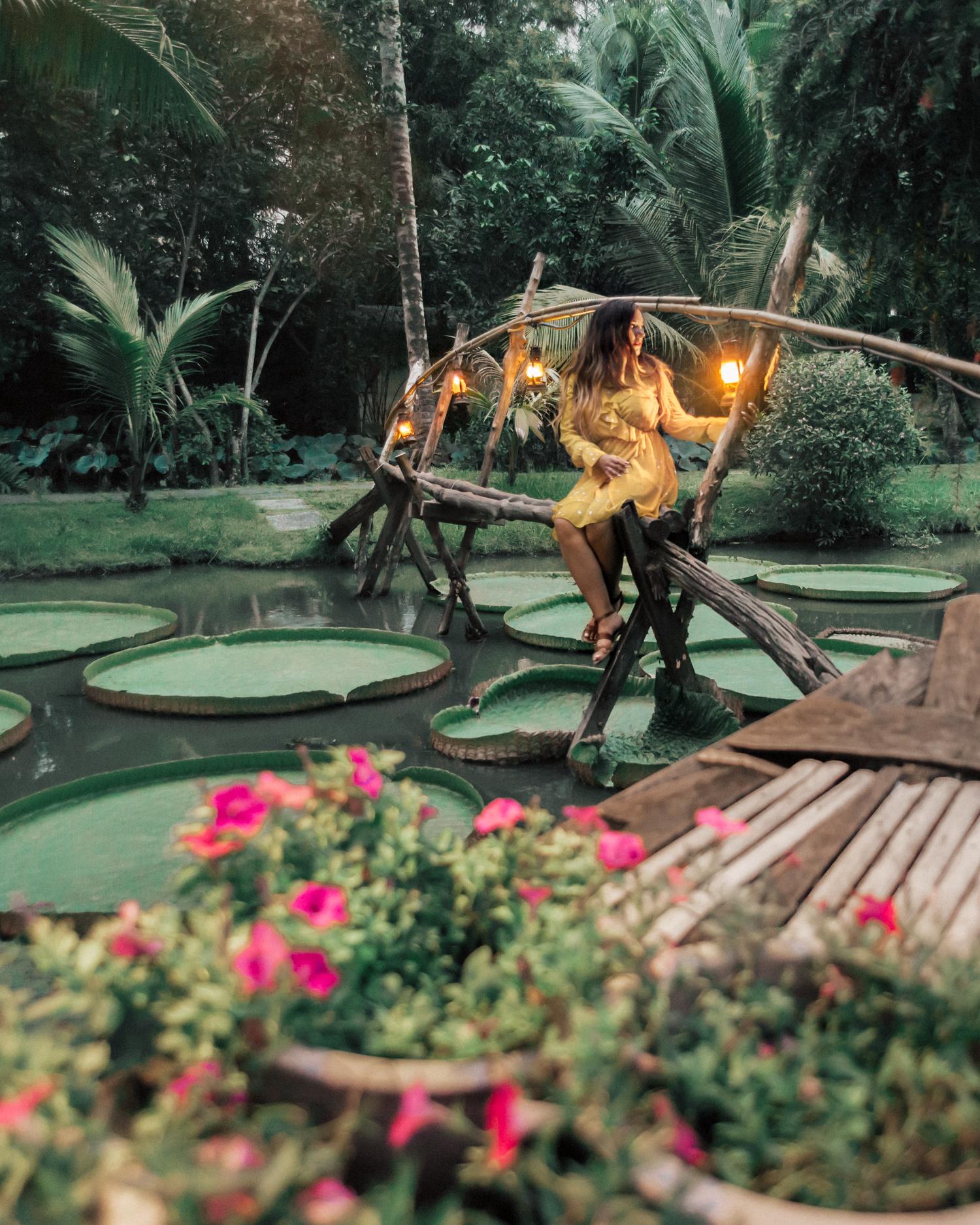 Outfit med gul klänning i Binh Quoi Tourist Village, Ho Chi Minh-staden, Vietnam