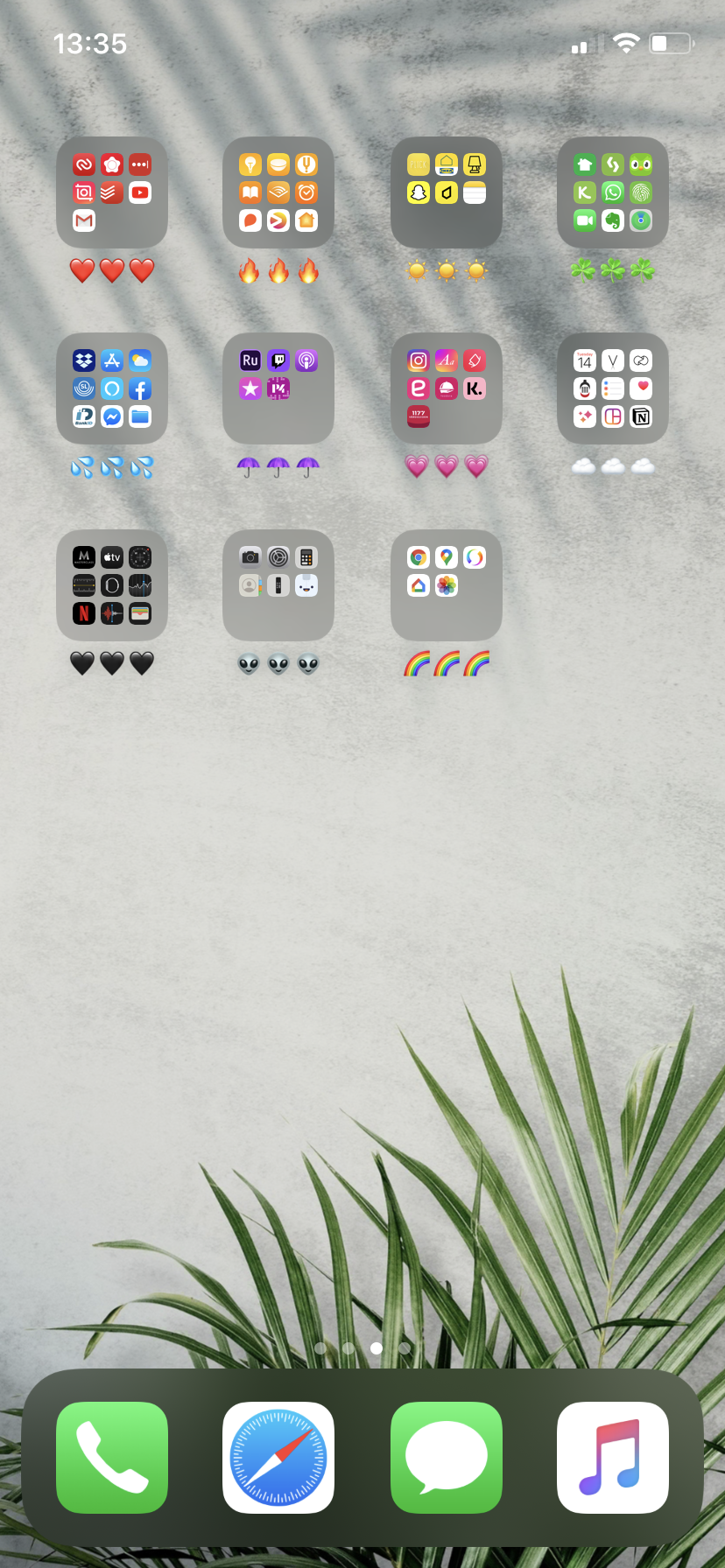 How to Organize iPhone Apps Aesthetically