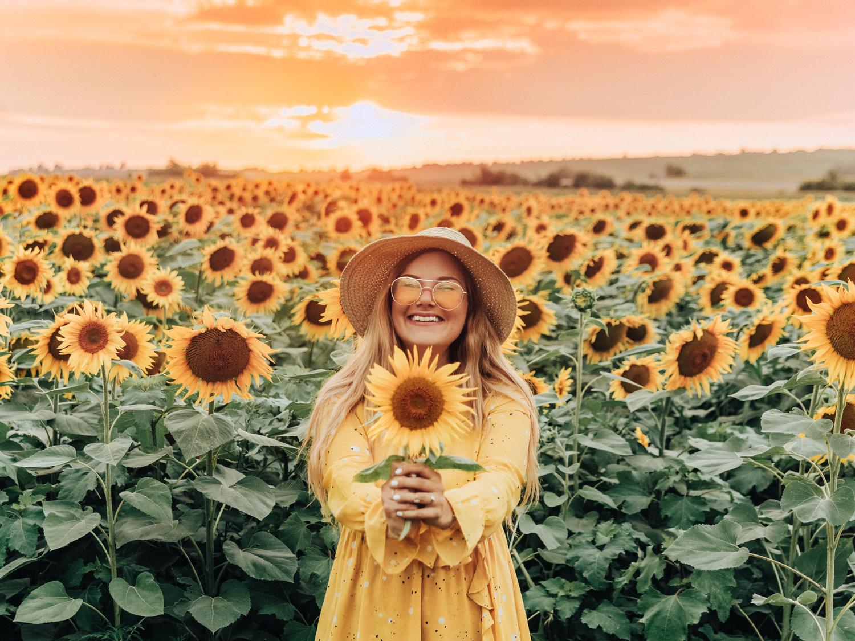 Soklara gula klänningar till sommaren