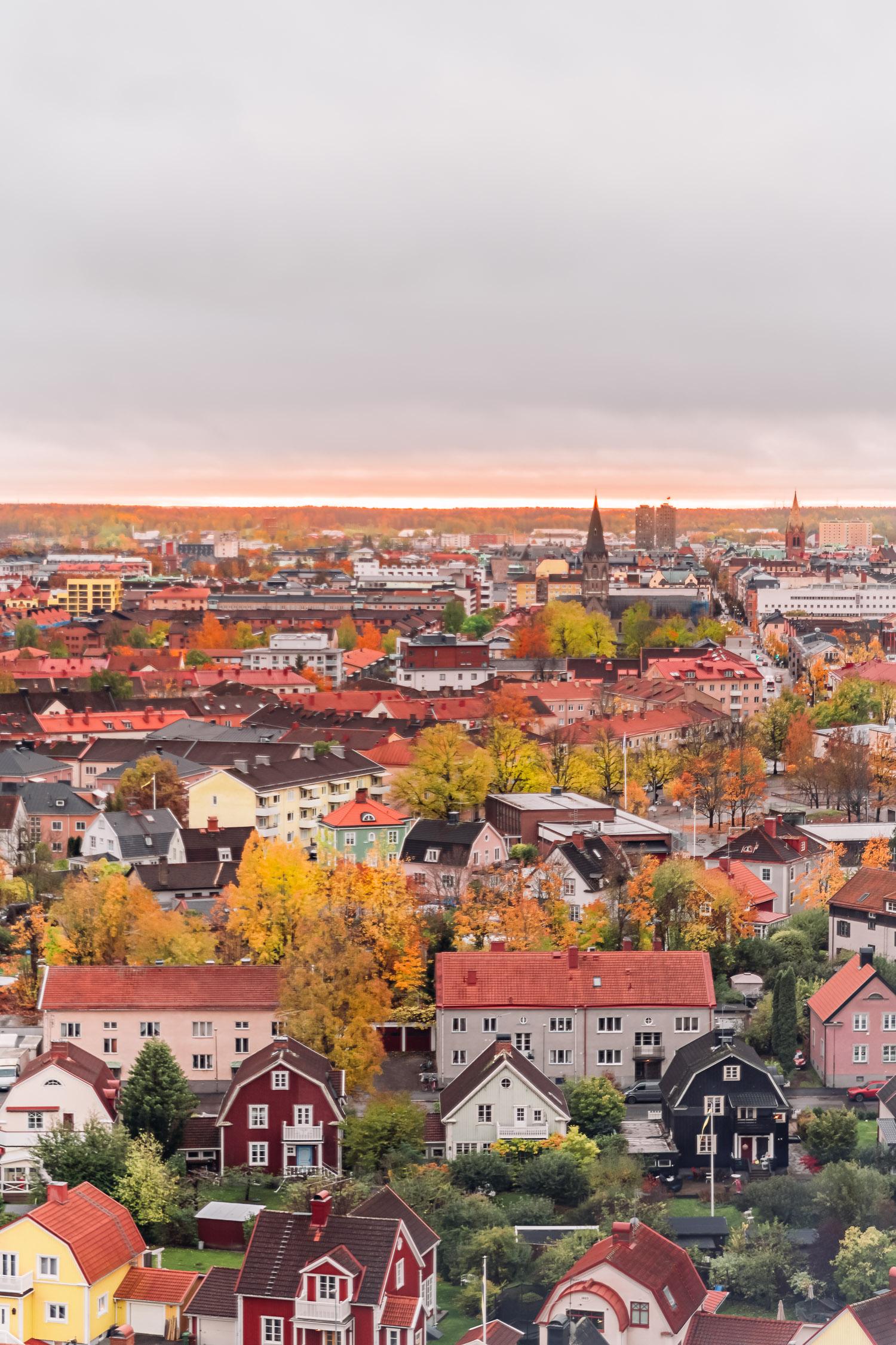 Vacker utsikt över Örebro från ikoniska vattentornet Svampen