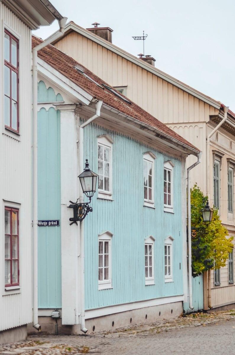 Vackert ljusblått hus i Wadköping, Örebro