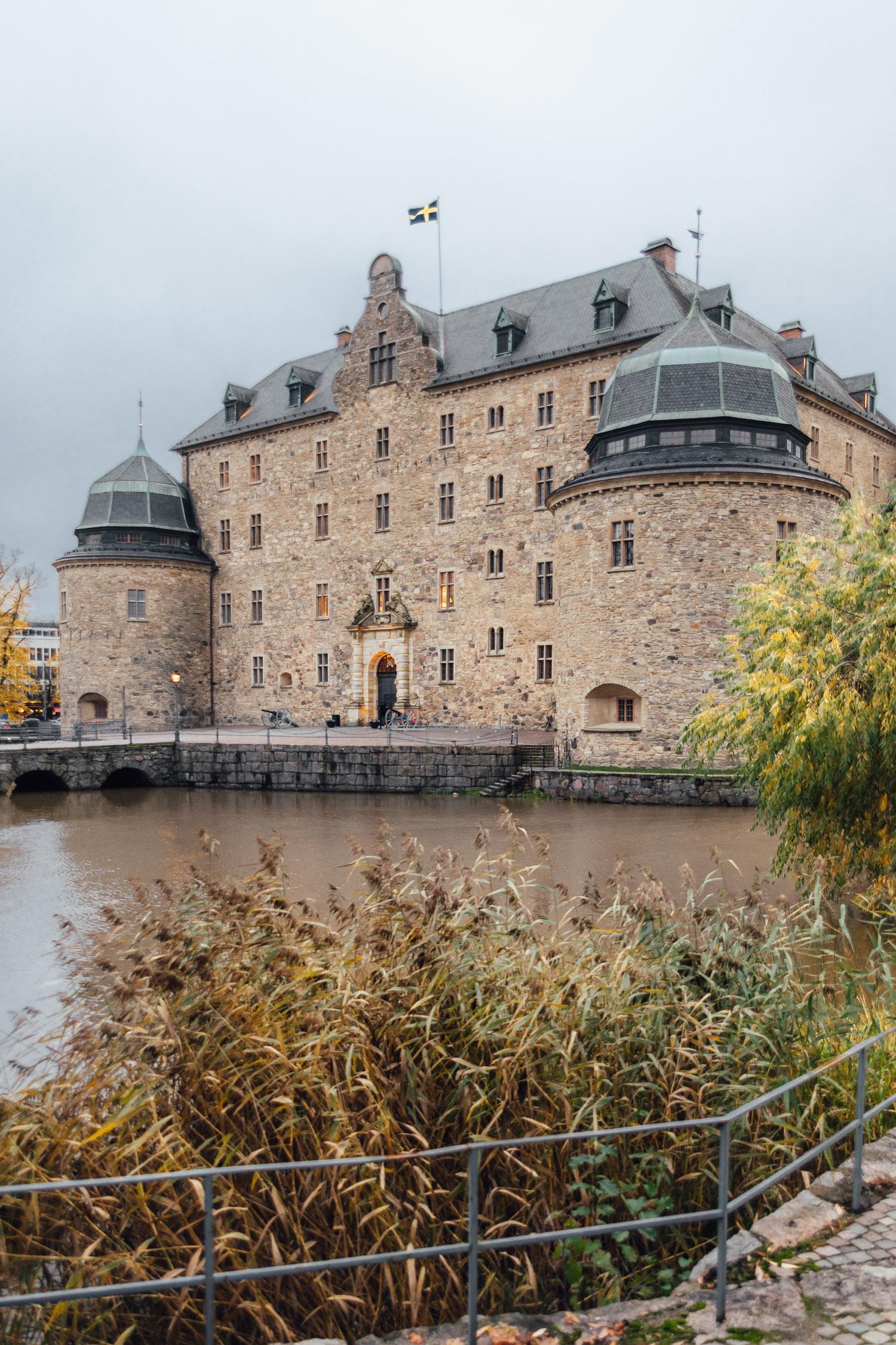 Sevärdhet i Örebro, Närke: Örebro slott på en holme i Svartån.