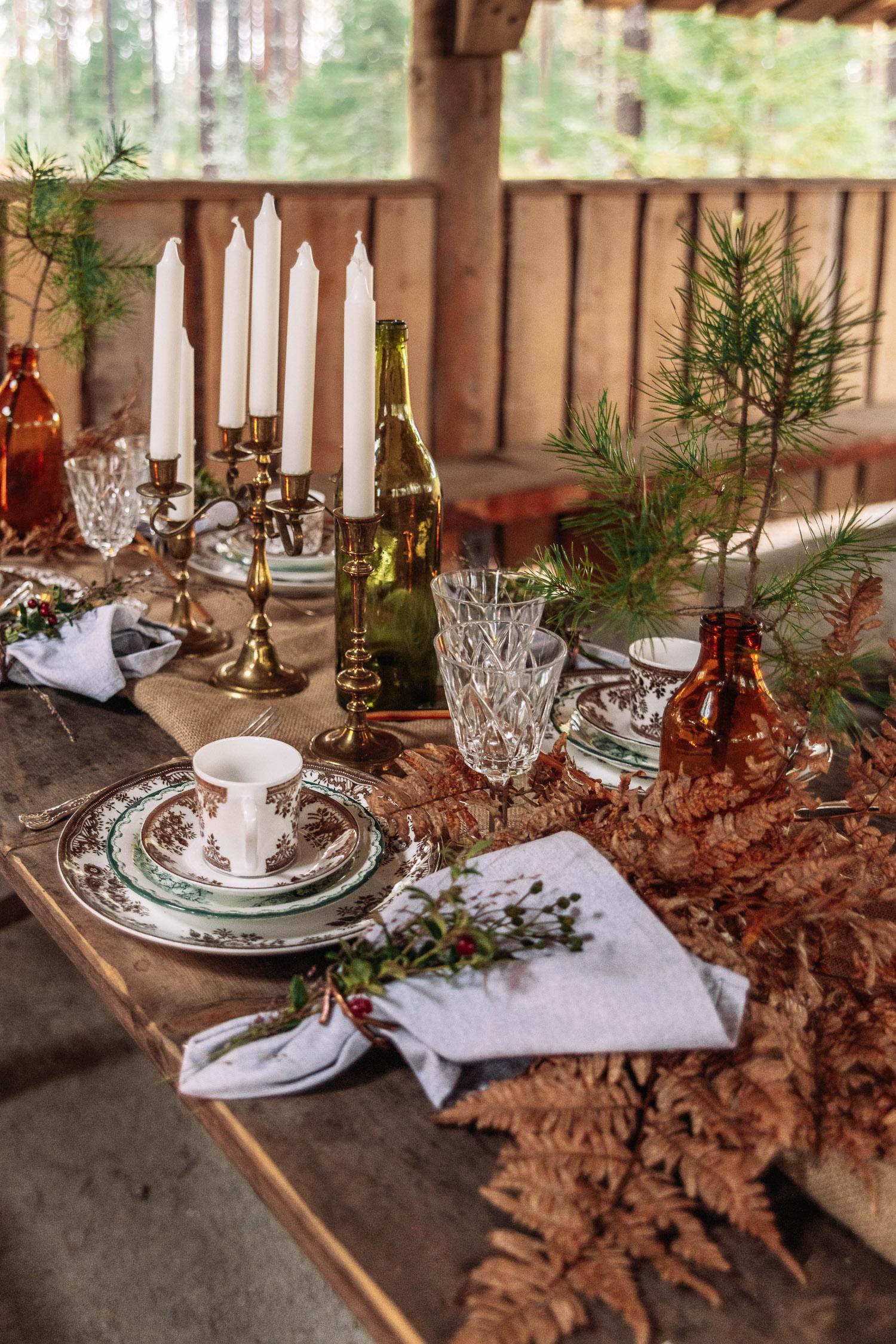 Vacker dukning utomhus av Fröken Julies Porslin i Brevens Bruk, Örebro