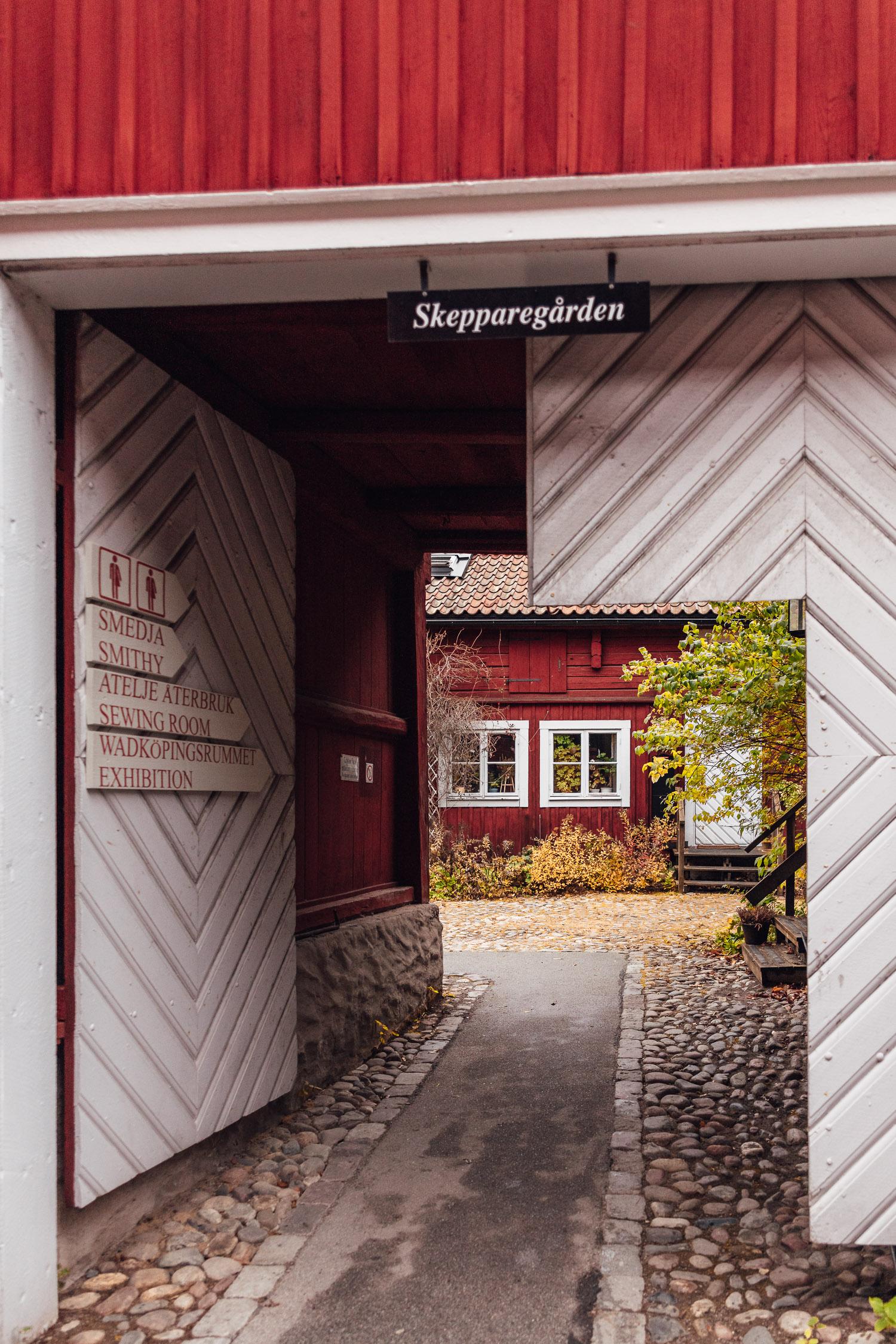 """Ingång till """"Skepparegården"""" i Wadköping (friluftsmuseum) i Örebro"""
